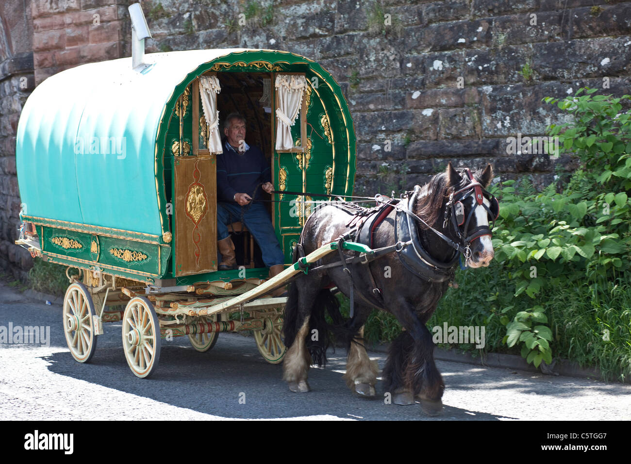 Horse drawn Gypsy Caravan at the Annual Horse Fair in Appleby in Westmoreland. - Stock Image