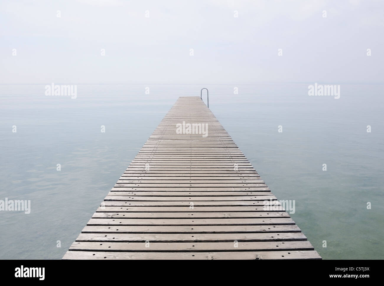 Italy, Jetty on Lake Garda in mist - Stock Image