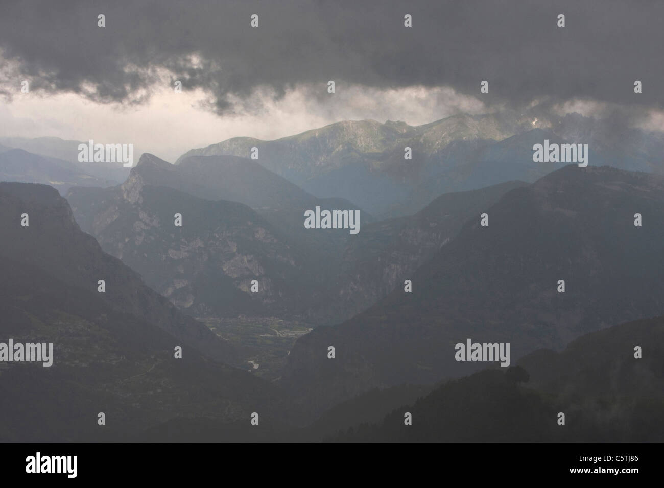 Italy, Dolomites, Mountain scenery, Stormy atmosphere - Stock Image