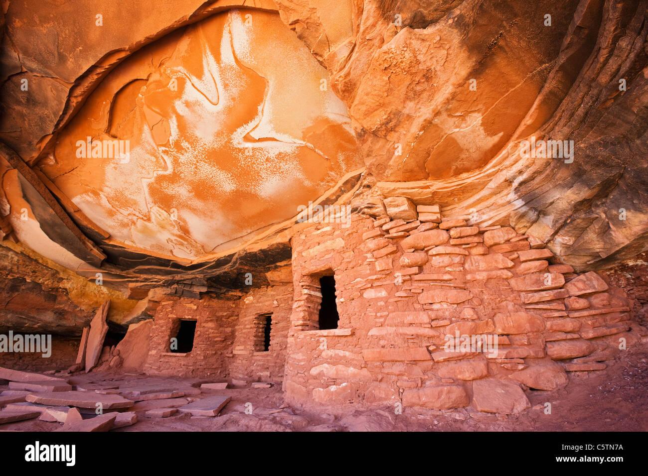 USA, Utah, Fallen Roof Ruin, Indian ruins in North Fork of Mule Canyon, Cedar Mesa Stock Photo
