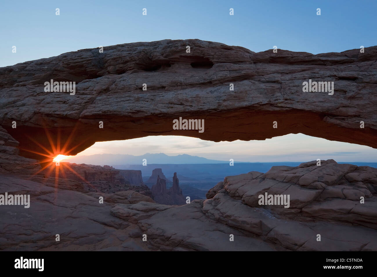USA, Utah, Canyonlands National Park, Mesa Arch - Stock Image