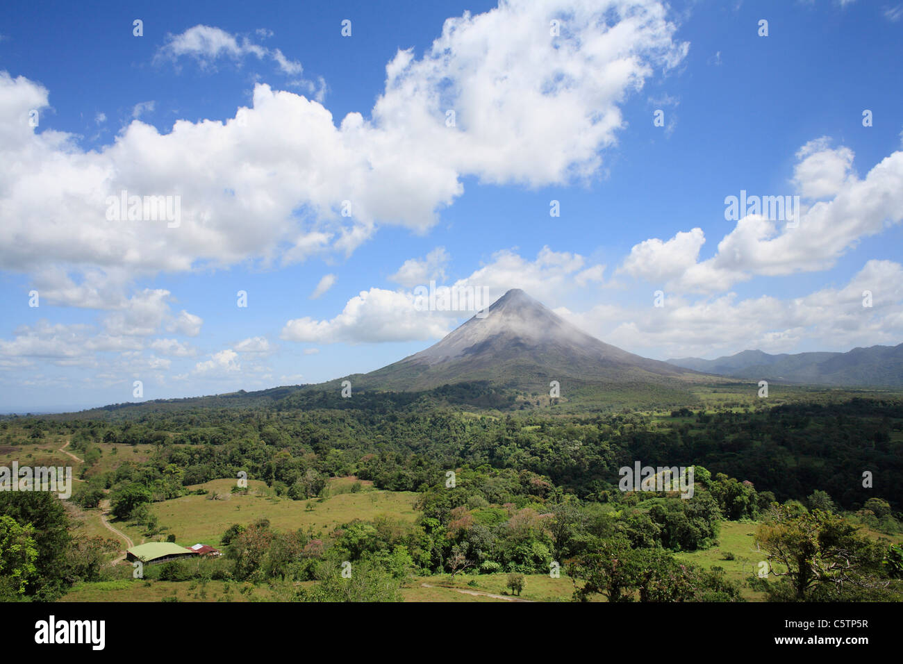 Costa Rica, View of active volcano arenal near Fortuna - Stock Image
