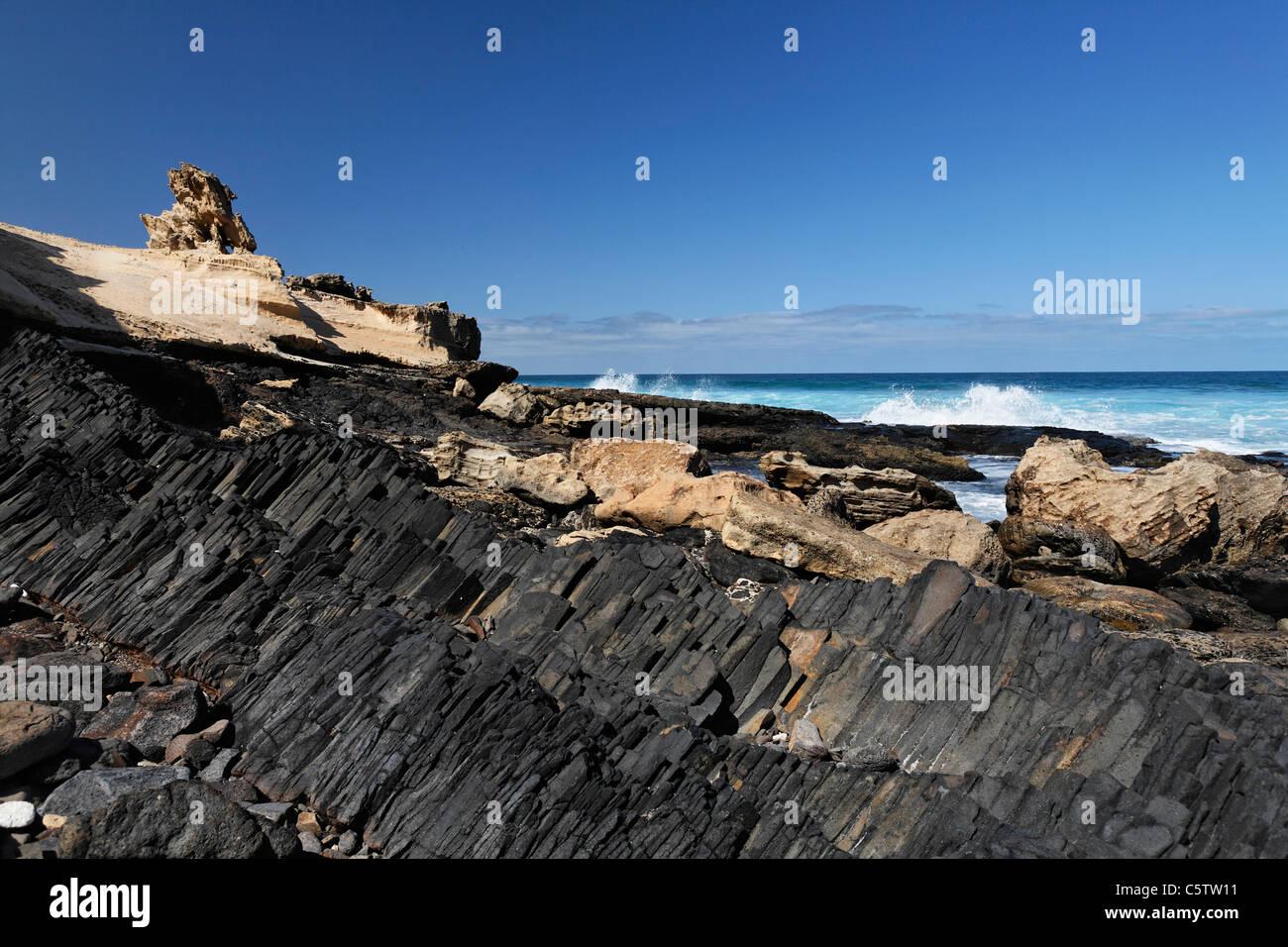 Spain, Canary Islands, Fuerteventura, Istmo de la Pared, Playa de Barlovento, Basalt rocks at beach - Stock Image