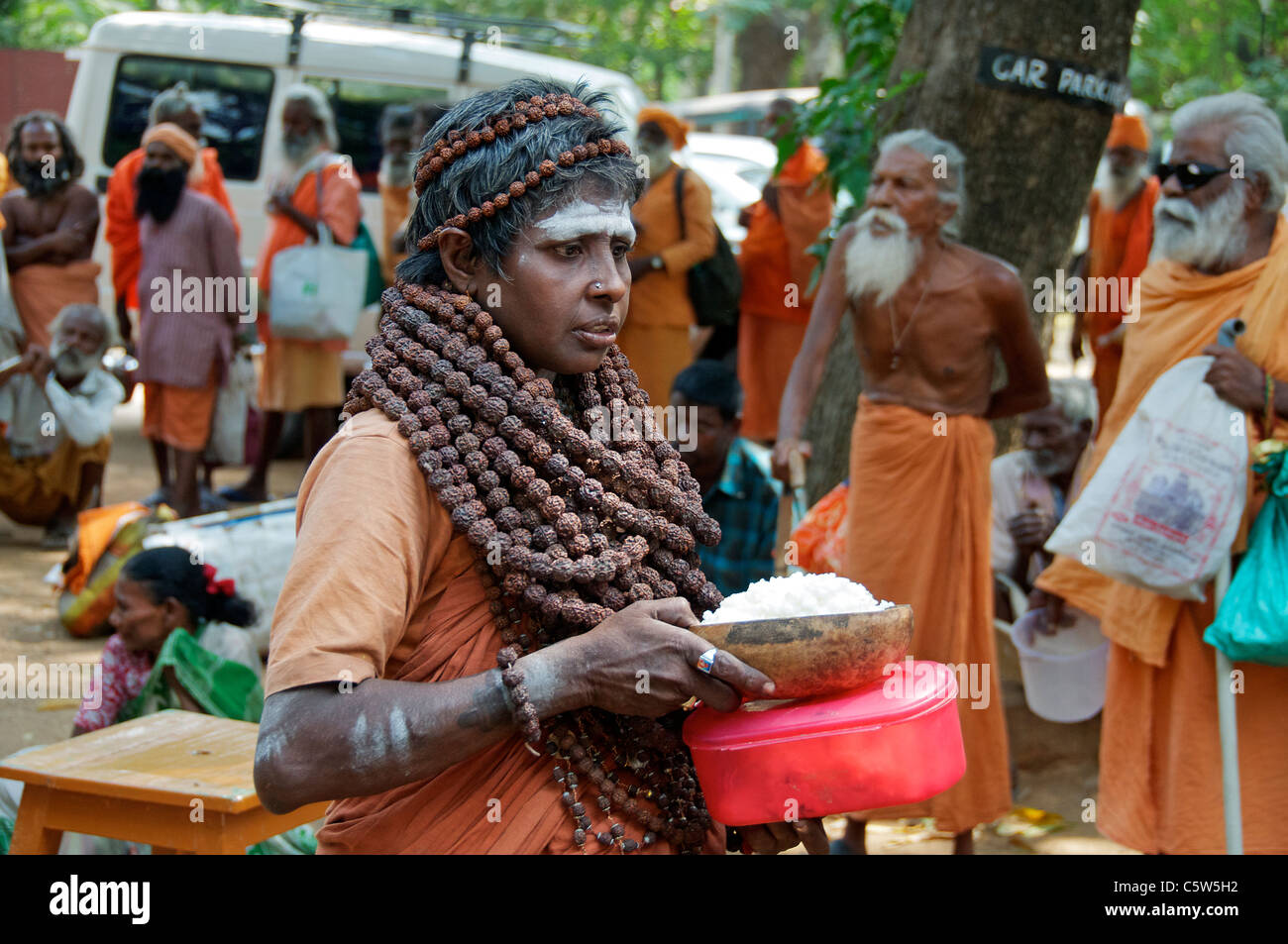 Sadhu with food Sri Ramana Ashram Tiruvannamalai Tamil Nadu South India - Stock Image