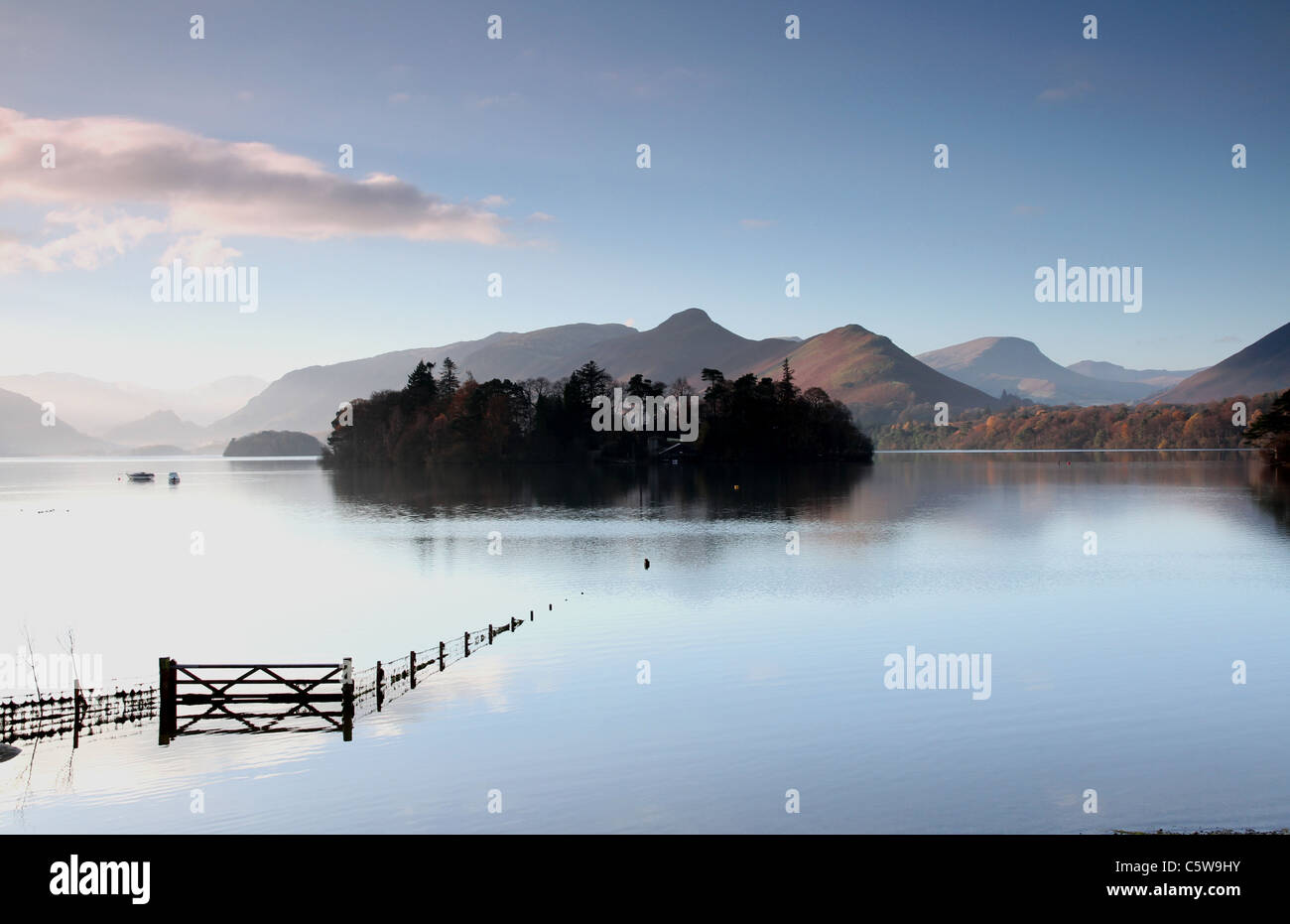 View across Derwentwater towards Catbells, frosty November morning - Stock Image