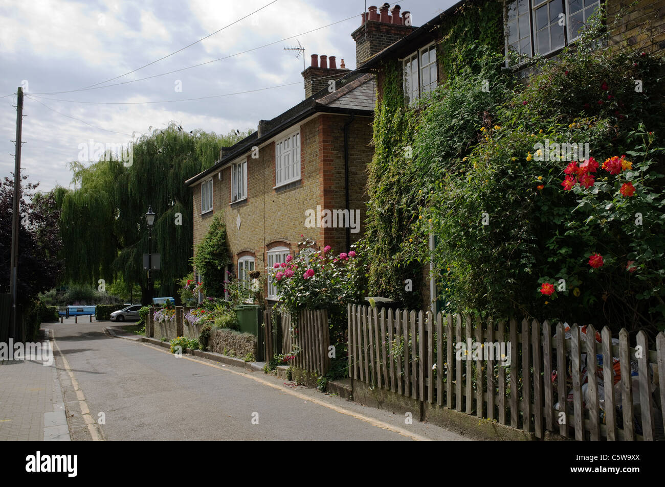 Cottages in Bell Lane, Twickenham, London Borough of Richmond upon Thames -2 - Stock Image