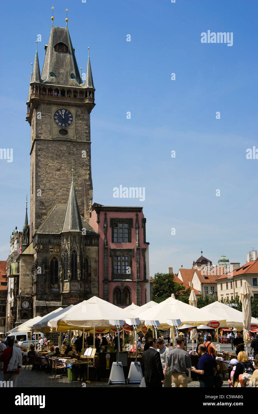 Czech Republic, Prague, Town Hall, sidewalk cafe in foreground - Stock Image