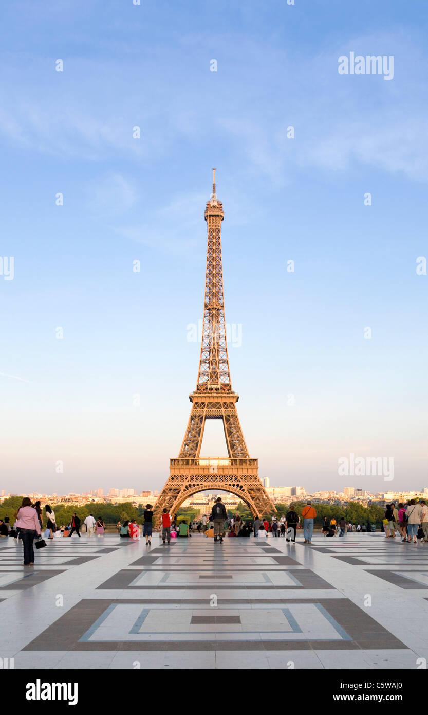 France, Paris, Eiffel Tower, tourists in foreground - Stock Image