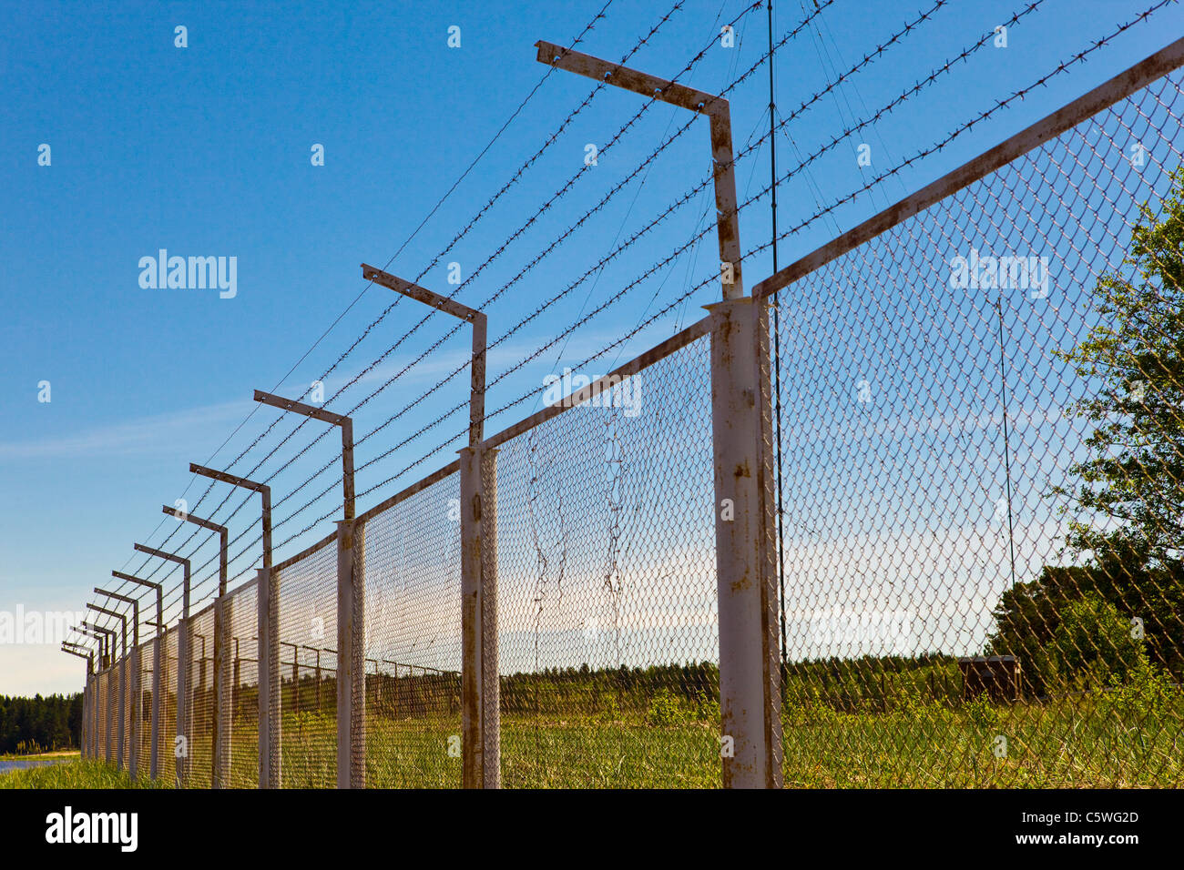 Barbed Wire Fence Top Wall Stock Photos & Barbed Wire Fence Top Wall ...