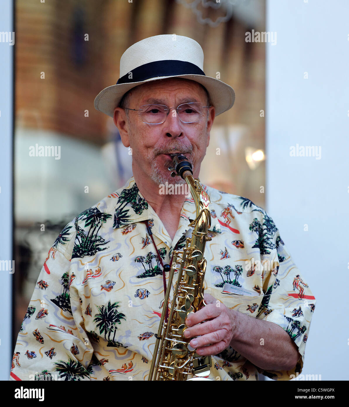 Saxophone player in a jazz band on the streets of Paris, France - Stock Image