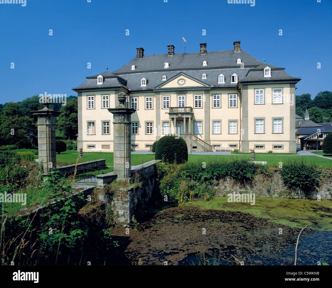 Wasserschloss Koertlinghausen in Ruethen-Kallenhardt, Naturpark Arnsberger Wald, Sauerland, Nordrhein-Westfalen Stock Photo