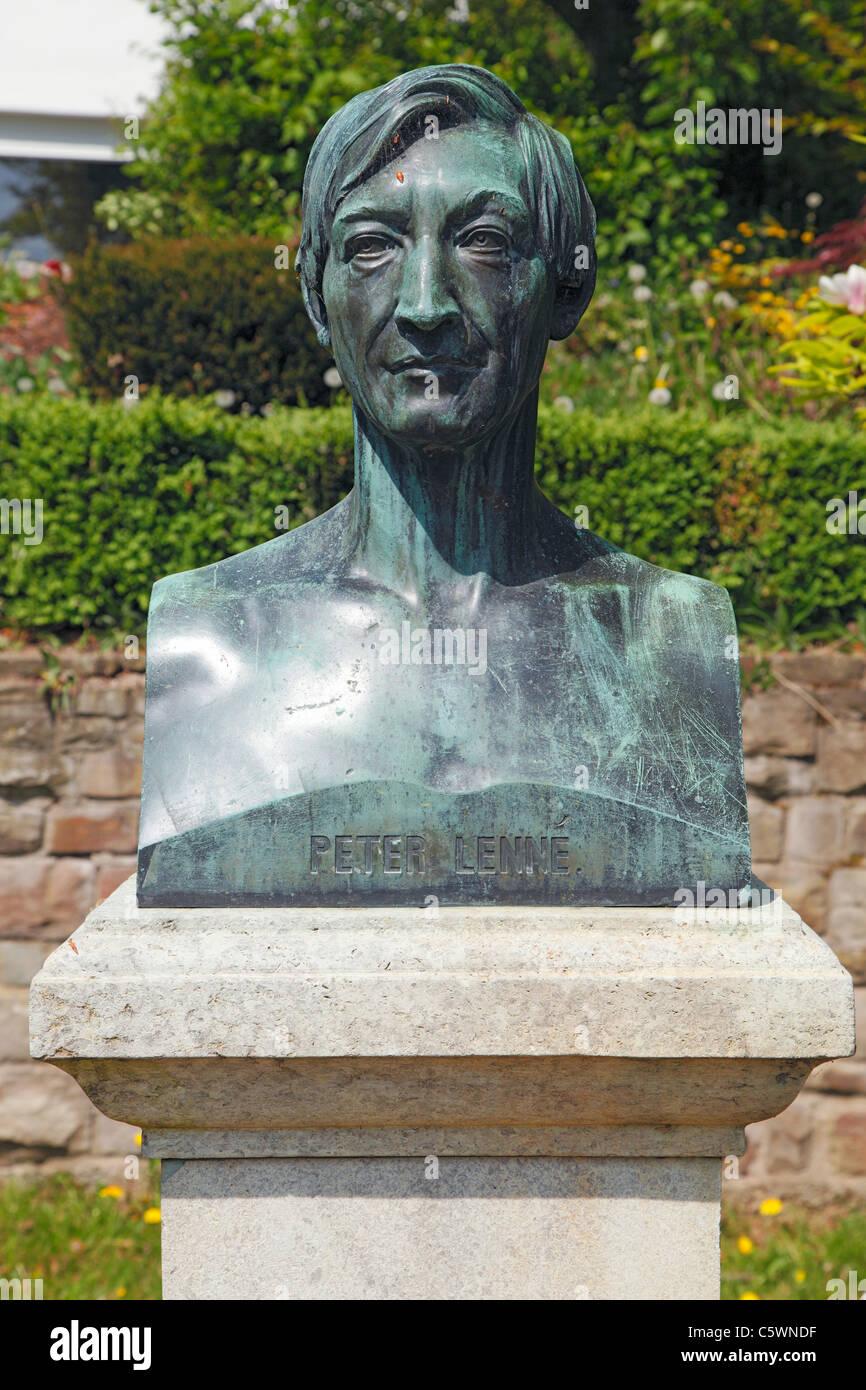 Denkmalbueste Joseph Peter Lenne in den Kaiserin-Augusta-Anlagen von Koblenz, Rhein, Mosel, Rheinland-Pfalz - Stock Image