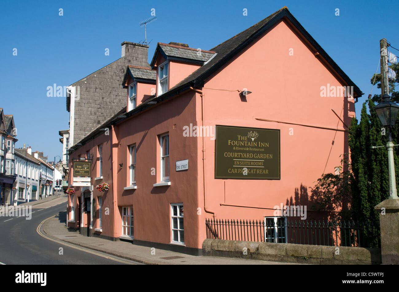 The Fountain Inn is a 16th century Coaching Inn in Fore Street, Okehampton. It offers accommodation,  restaurant, - Stock Image