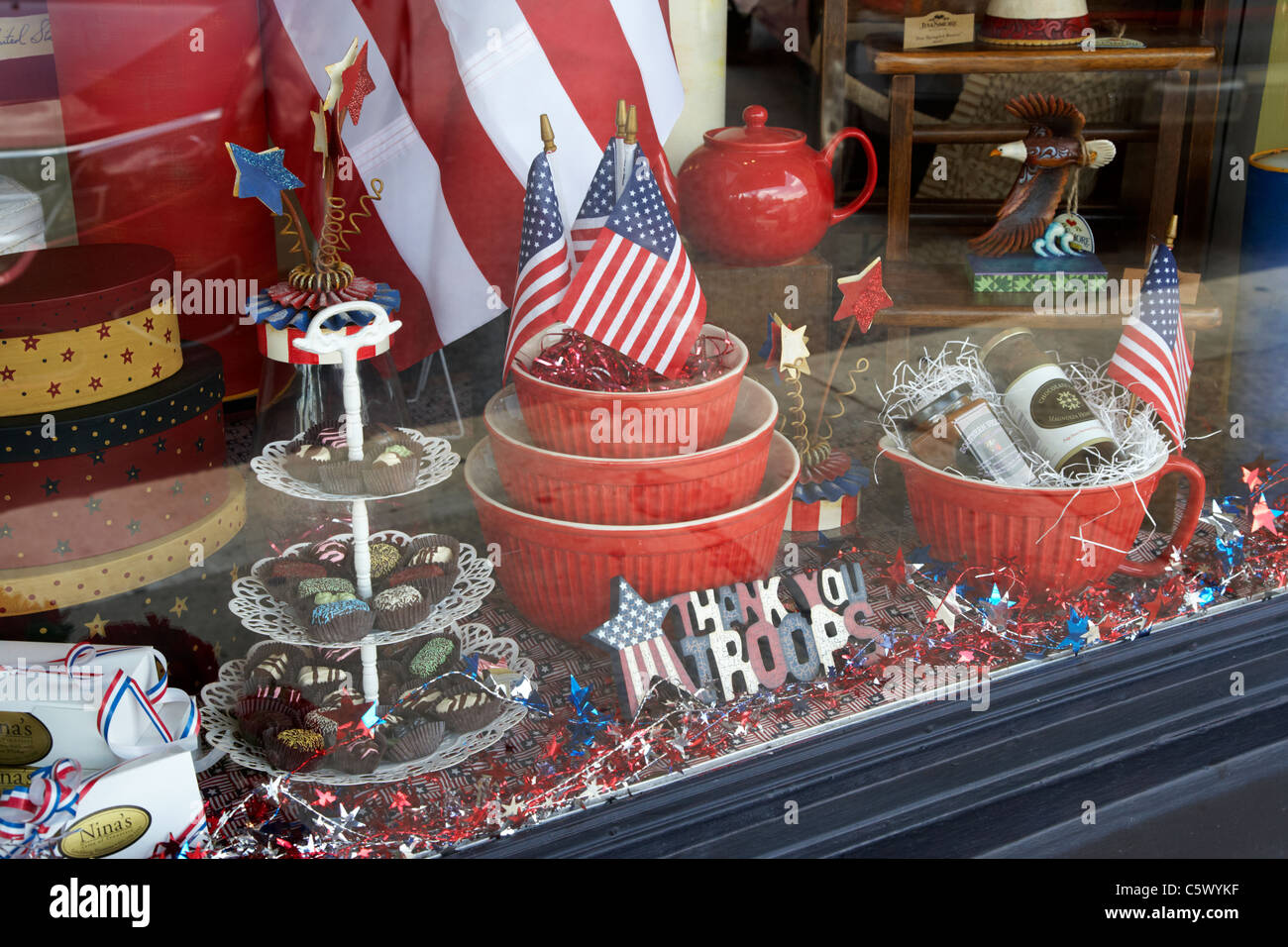 patriotic display thanking us troops in a shop window in lynchburg tennessee usa - Stock Image