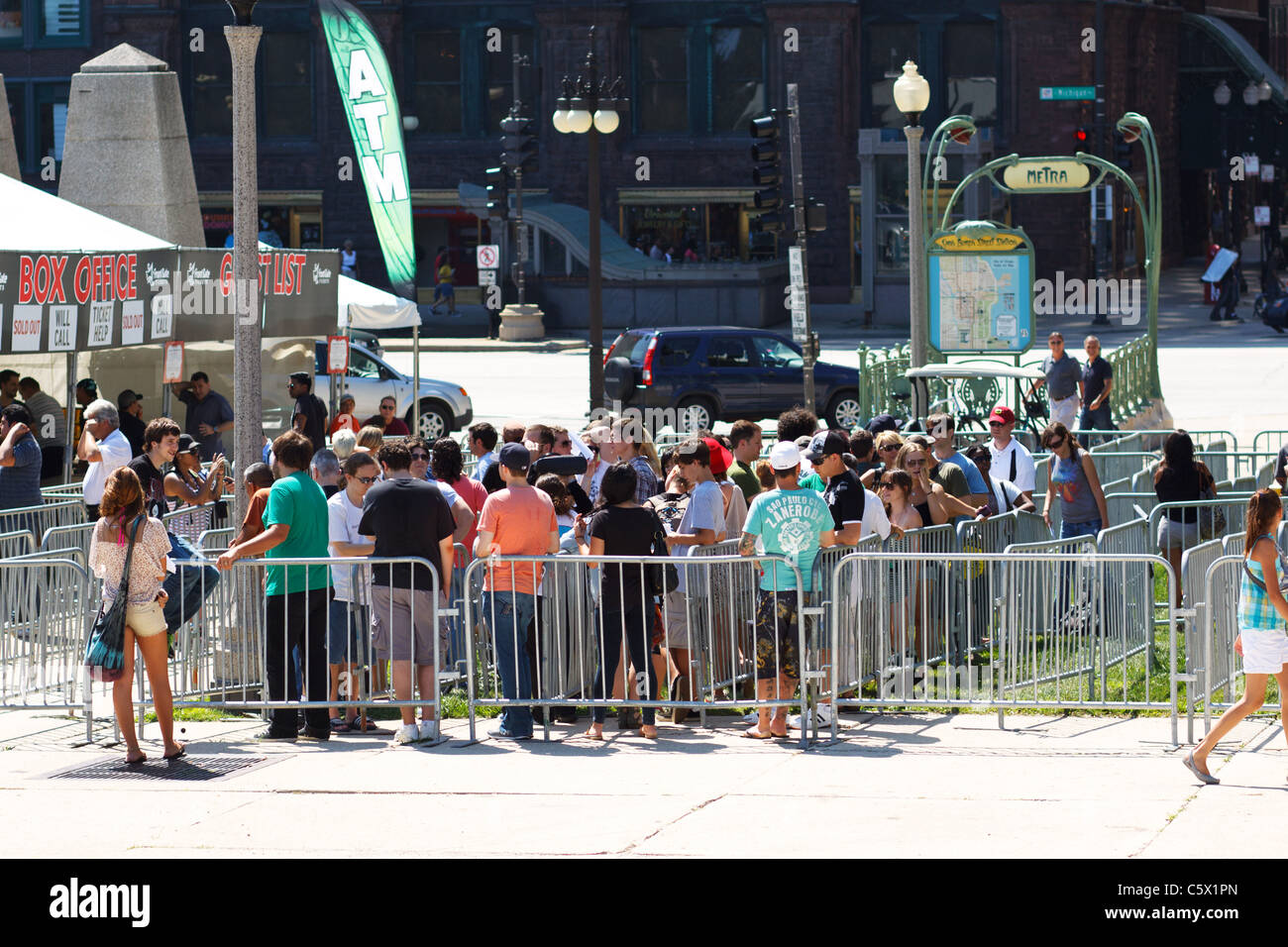 People waiting in line to buy tickets to Lollapalooza 2011 in Chicago, Illinois - Stock Image