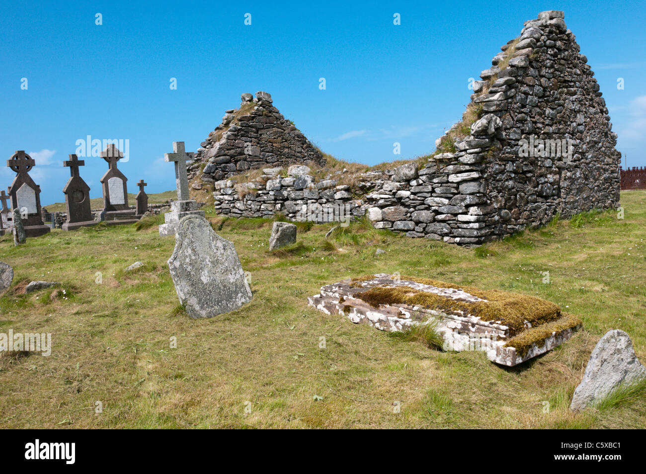 Cladh Mhuire chapel and graveyard on Benbecula in the Outer Hebrides Stock Photo