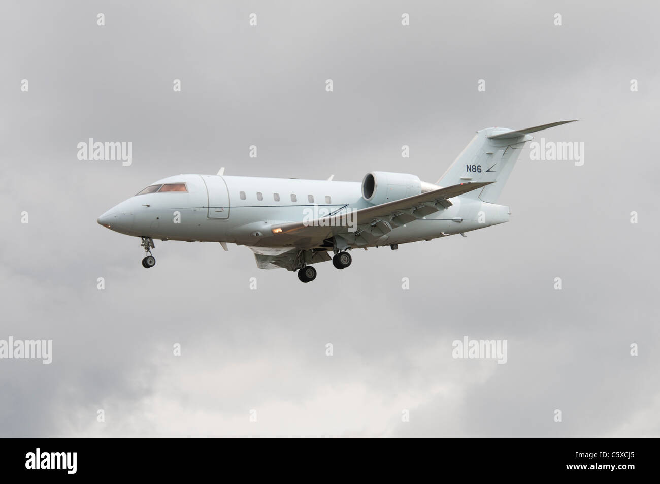 Canadair CL-600-2B16 Challenger 601-3R N86 from the United States Federal Aviation Administration (FAA) arriving - Stock Image