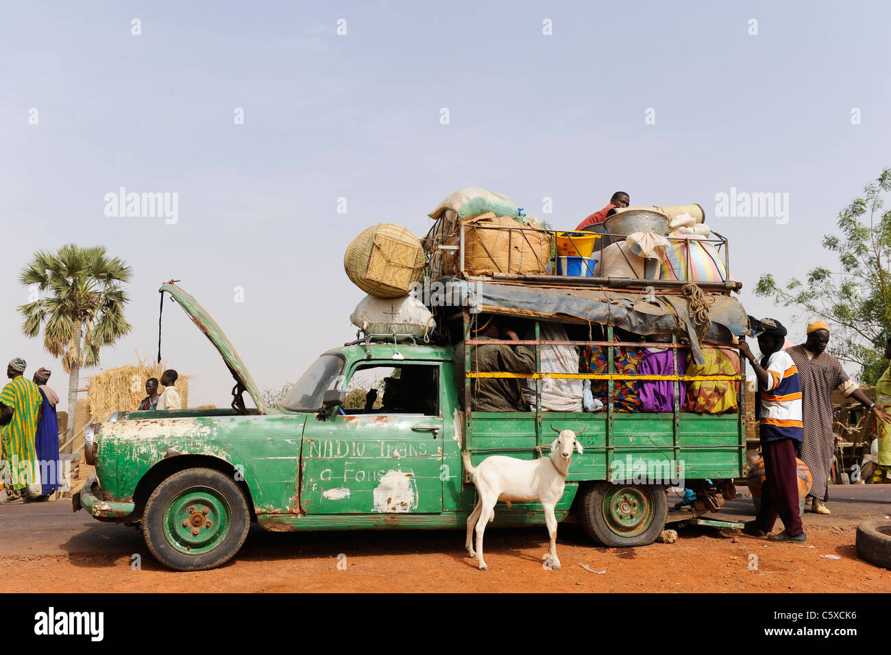 Africa MALI Mopti, people in old Peugeot car which works as a public transport in villages - Stock Image