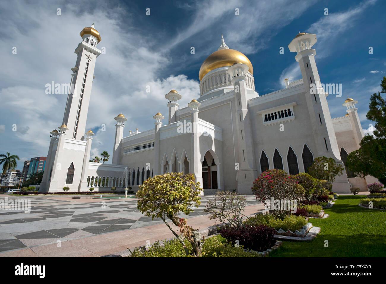 The Sultan Omar Ali Saifuddin Mosque in Bandar Seri Begawan, Brunei - Stock Image
