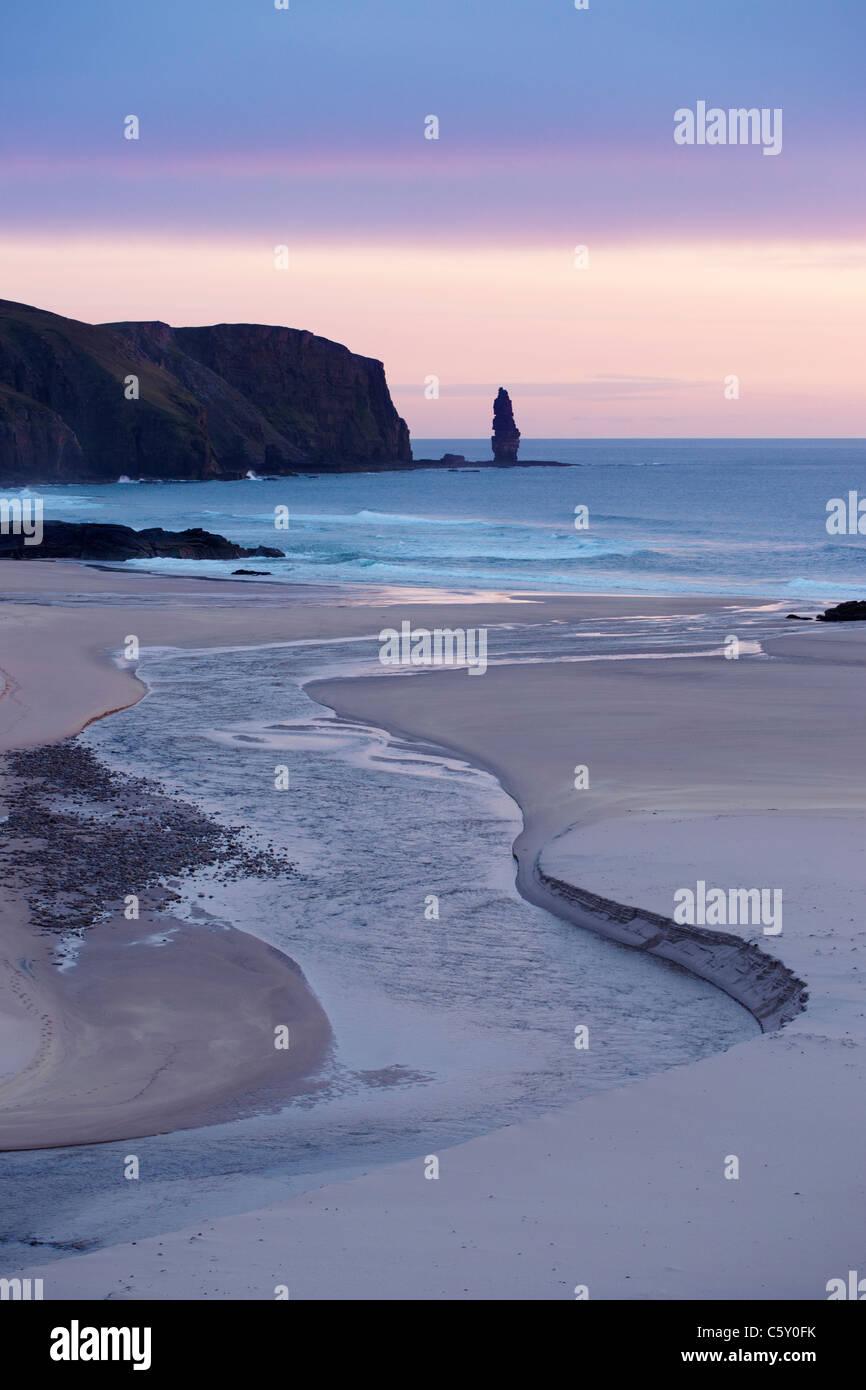 The seastack of Am Buachaille, Sandwood Bay, Sutherland, Highland, Scotland, UK. - Stock Image