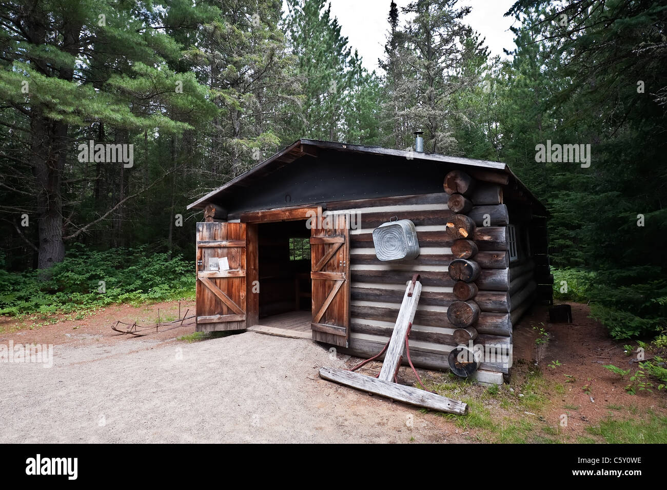 Old log cabin in Algonquin park, Ontario Canada - Stock Image