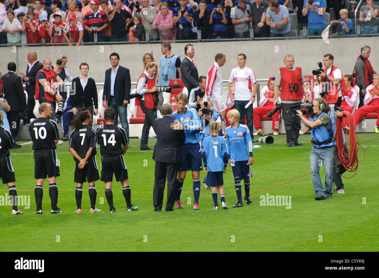 Edwin van der Sar greeting Sir Alex Ferguson before his farewell game. - Stock Image
