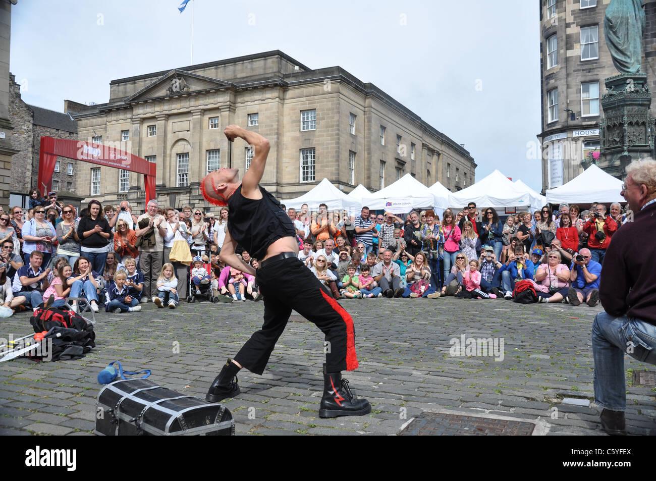 The Mighty Gareth, Street Performer at Edinburgh Fringe 2011 - Stock Image
