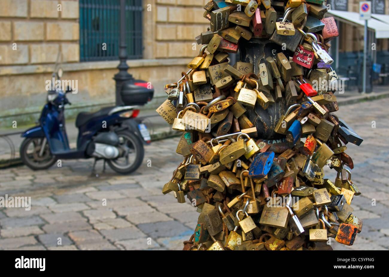 Love Locks (Padlocks) on Lamppost, Piazza Sant'Oronzo, Lecce, Apulia (Puglia), Southern Italy - Stock Image
