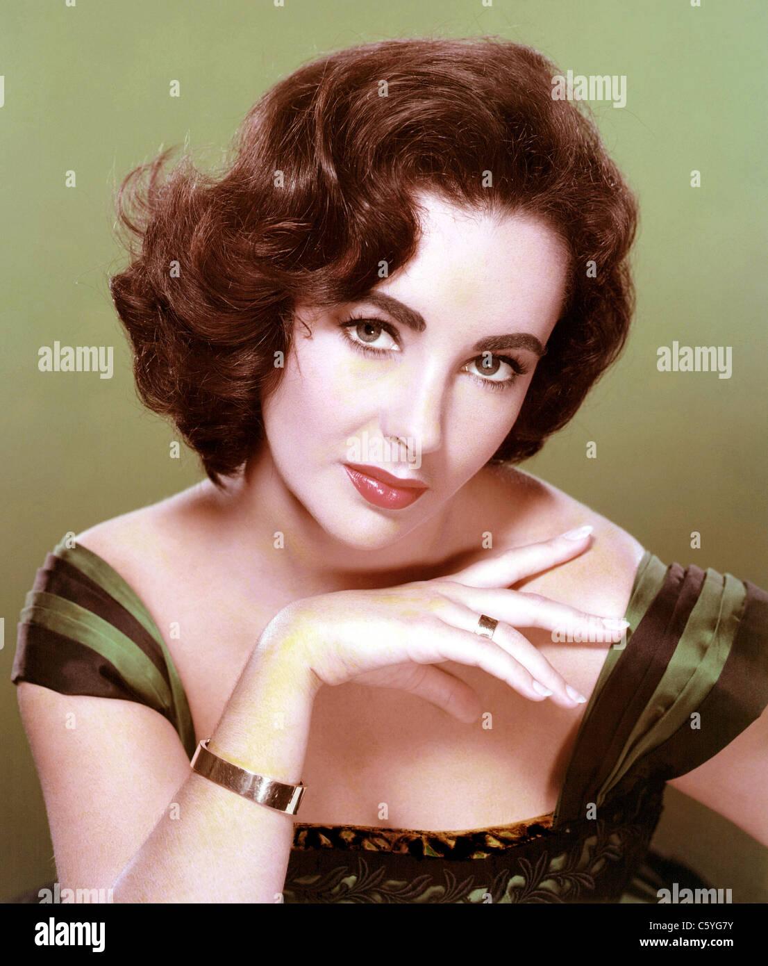 ELIZABETH TAYLOR (1932-2011) British-American film actress in 1956 - Stock Image