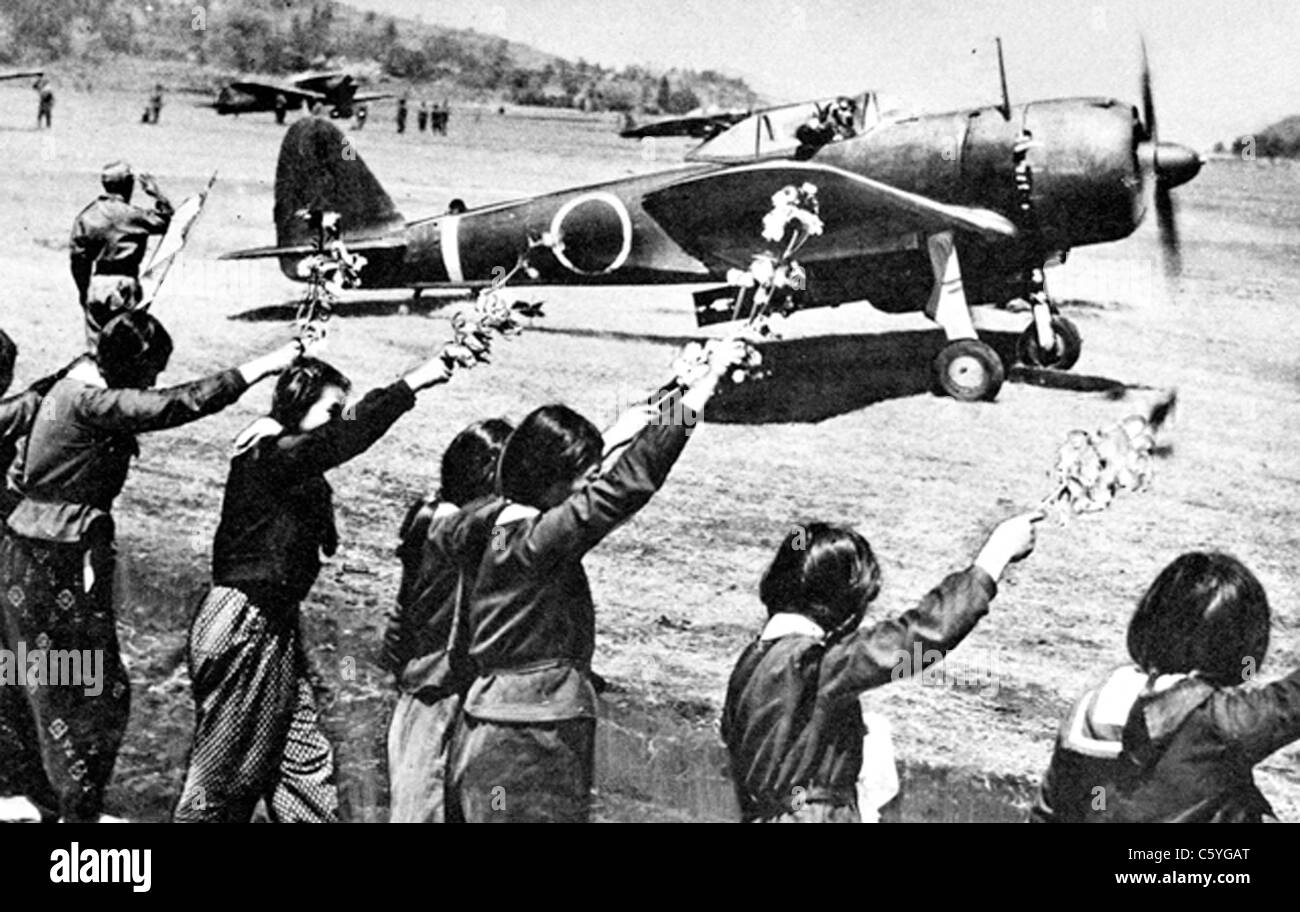KAMIKAZE Japanese schoolgirls wave farewell to suicide pilot in his Hayabusa fighter/bomber heading for Okinawa Stock Photo