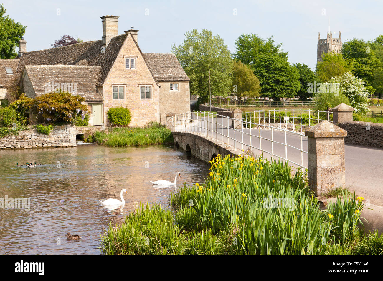 An old mill beside the River Coln in the Cotswold town of Fairford, Gloucestershire - Stock Image