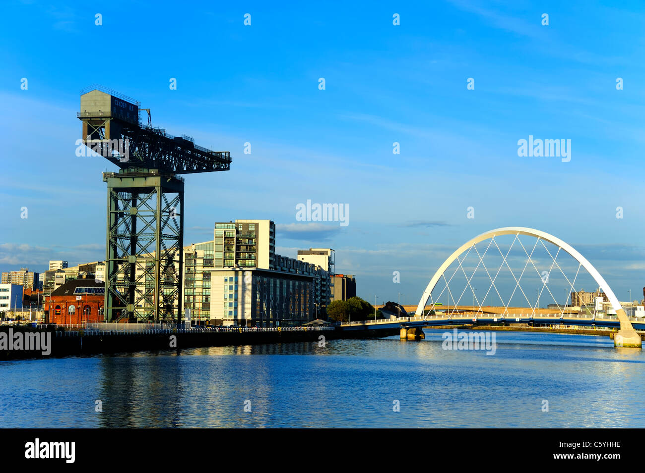 The Finnieston Crane and the Clyde Arc bridge, over the River Clyde, Glasgow Stock Photo