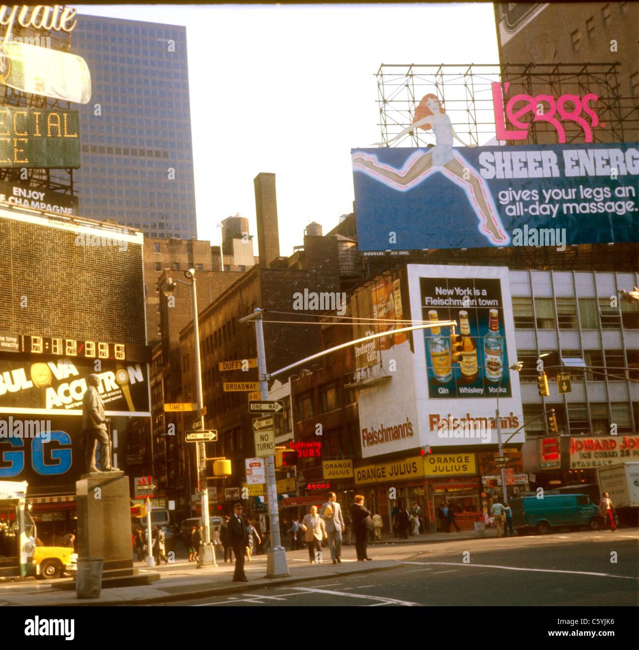 New York City Times Square street scene 1975 Duffy Broadway 46th Street NYC leggs ad Fleischmann's ad liquours - Stock Image