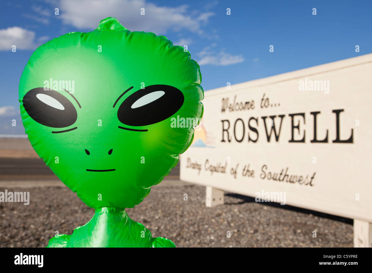 USA, New Mexico, Roswell, Alien by welcome sign - Stock Image