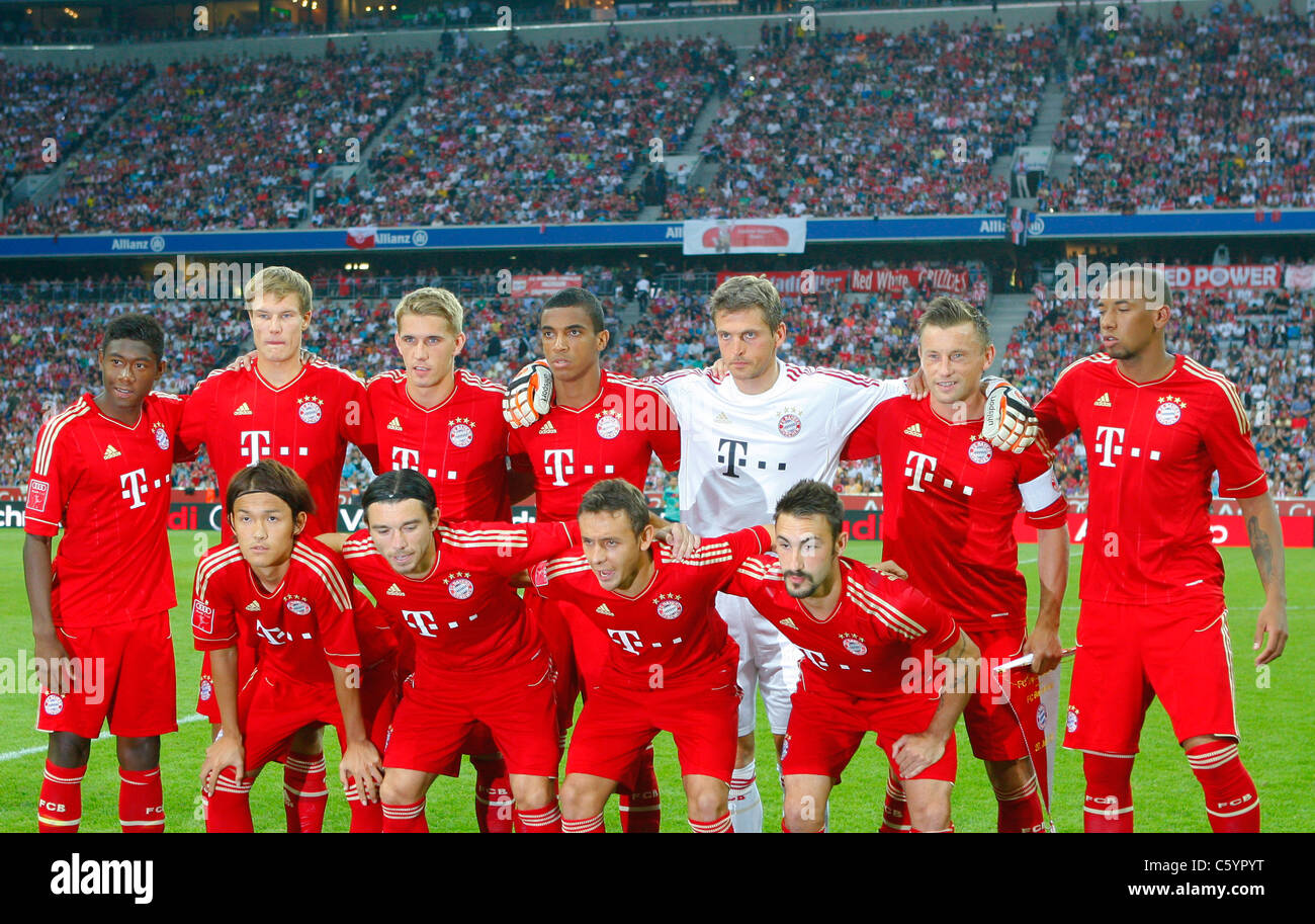 FC Bayern Muenchen team posing for group photo - Stock Image