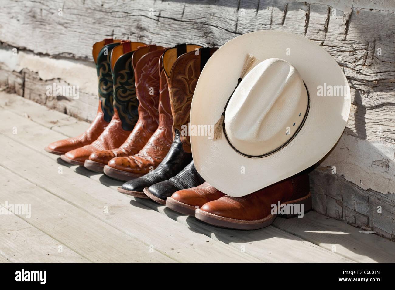 USA, Illinois, Metamora, Row of cowboy boots and cowboy hat - Stock Image