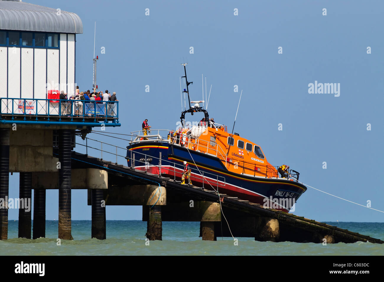 The Cromer ALB RNLB The Victor Freeman being recovered back to the boat house - Stock Image
