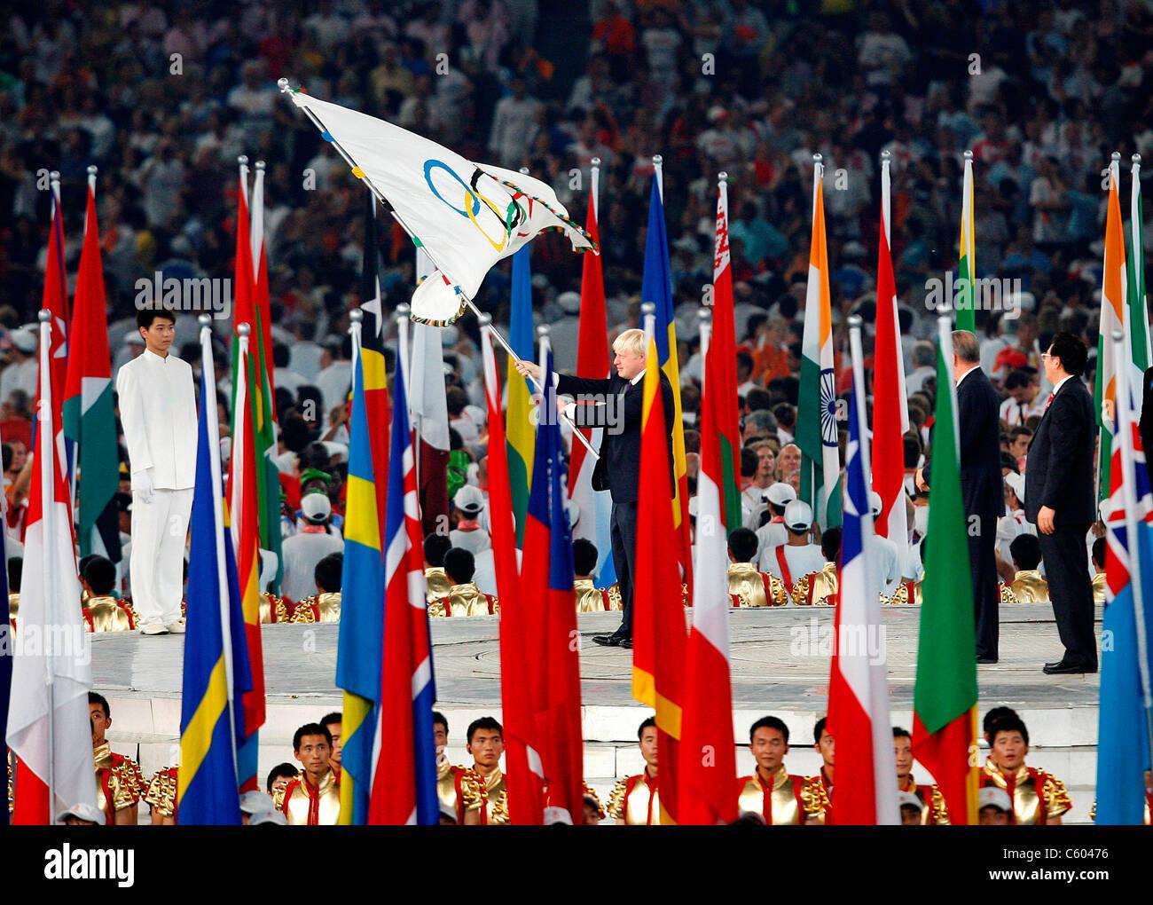 BORIS JOHNSON AND OLYMPIC FLAG BIRDS NEST OLYMPIC STADIUM OLYMPIC STADIUM BEIJING CHINA 24 August 2008 - Stock Image