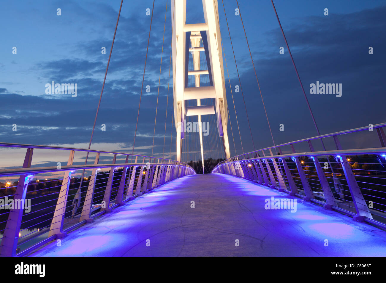 View along illuminated Infinity bridge, Stockton-on-Tees, at night. - Stock Image