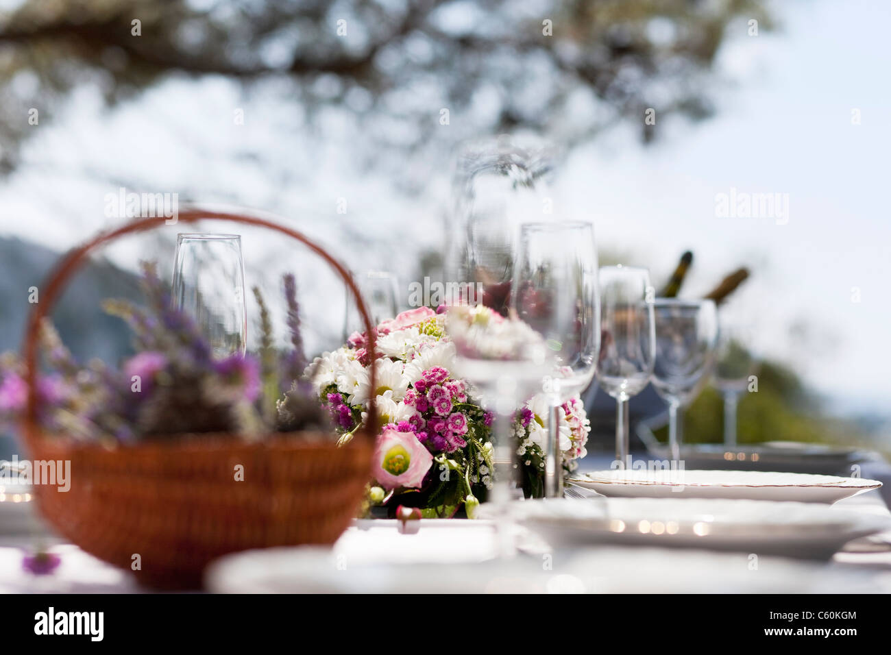 Table set with flowers and flatware - Stock Image