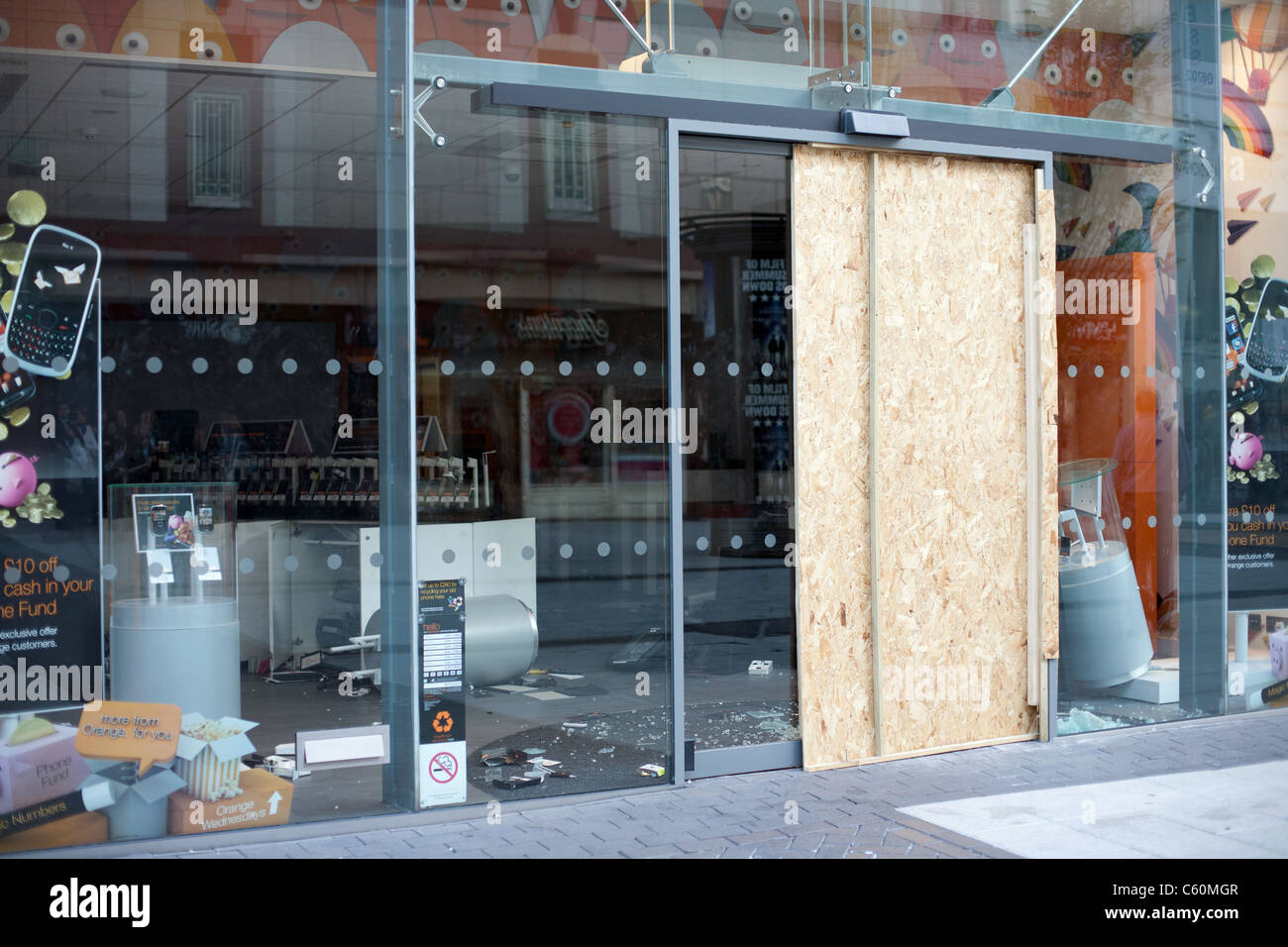 Birmingham City Centre, Morning after the riots August 9th 2011.  Images show boarded up shops and damage to Cars - Stock Image