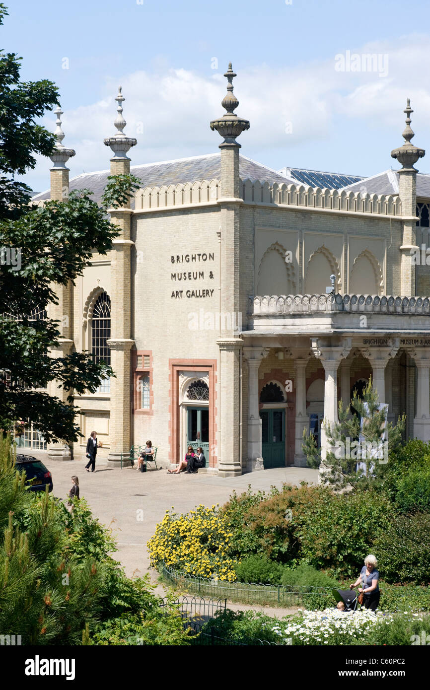 East Sussex Royal Pavilion Brighton Dome Museum & Art Gallery & gardens park trees bushes path paths side - Stock Image