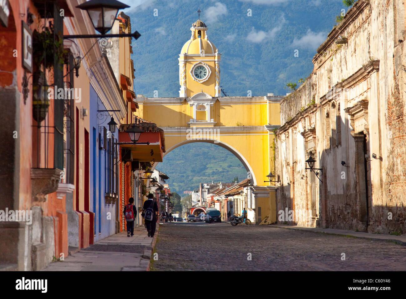 Santa Catalina Arch, Calle del Arco, Antigua, Guatemala - Stock Image
