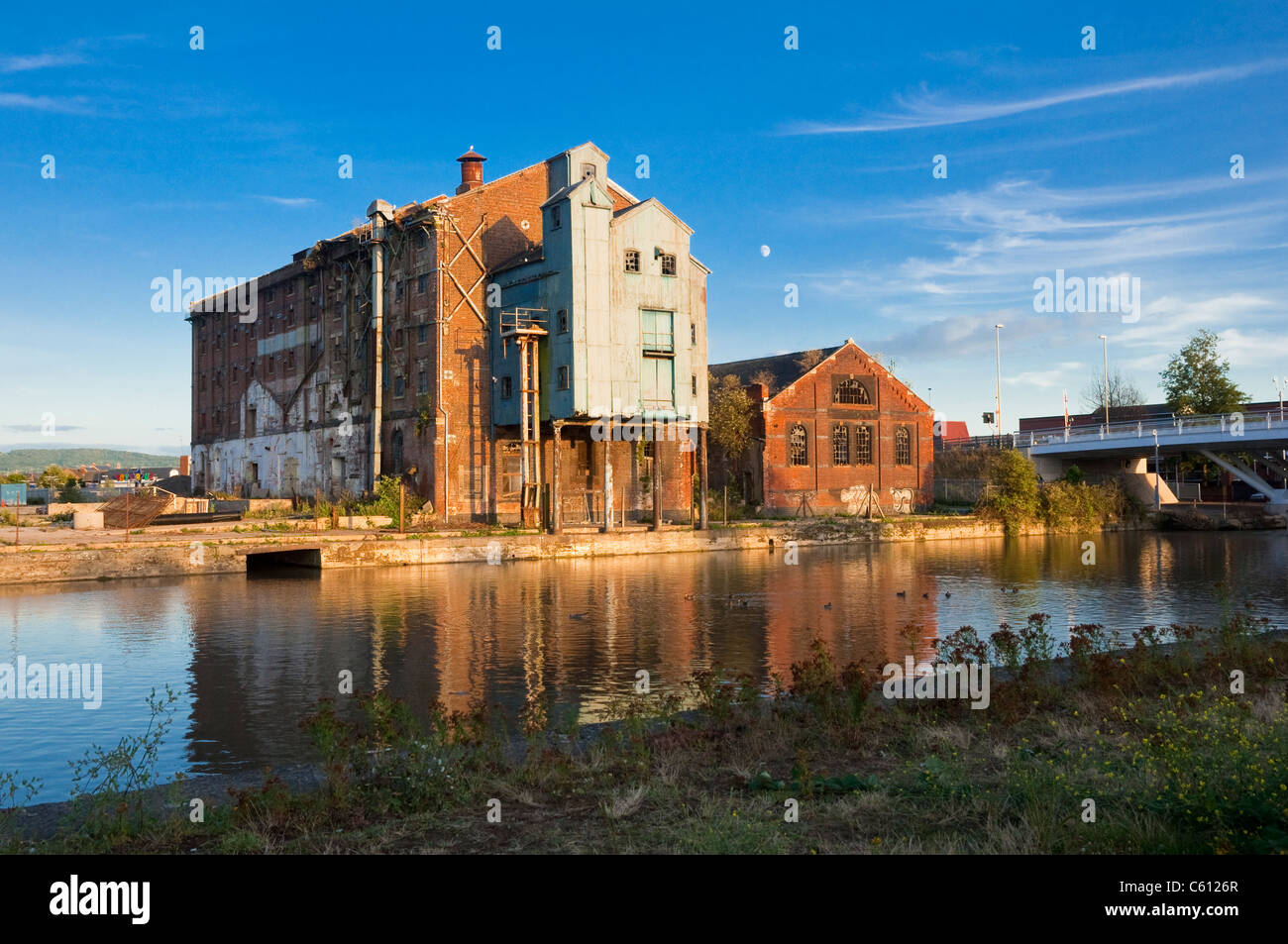 Old derelict warehouses, Gloucester and Sharpness Canal, Gloucester Docks, Gloucestershire, UK. - Stock Image