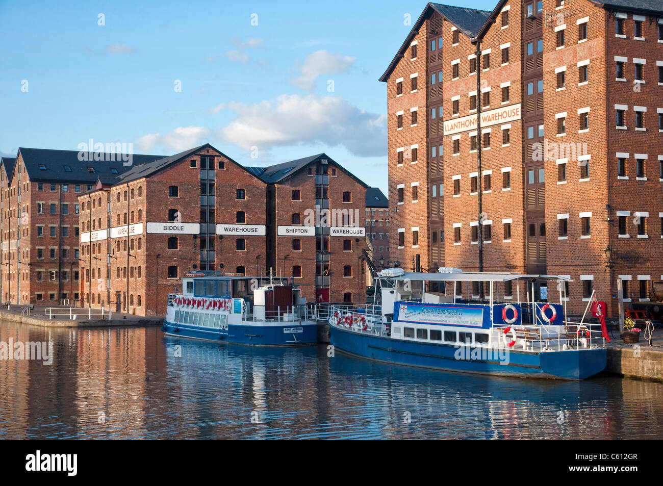 Gloucester Docks - old warehouses renovated and converted for new uses - Gloucestershire, UK. - Stock Image