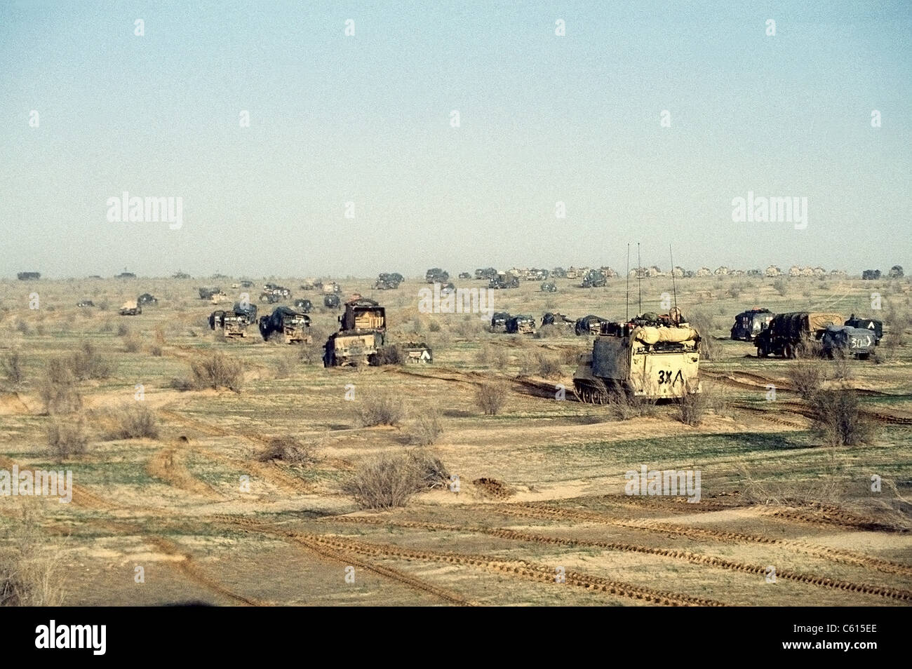 The 1st Armored Division 7th Corps advances on Iraqi forces during Operation Desert Storm. Feb. 25 1991. (BSLOC - Stock Image