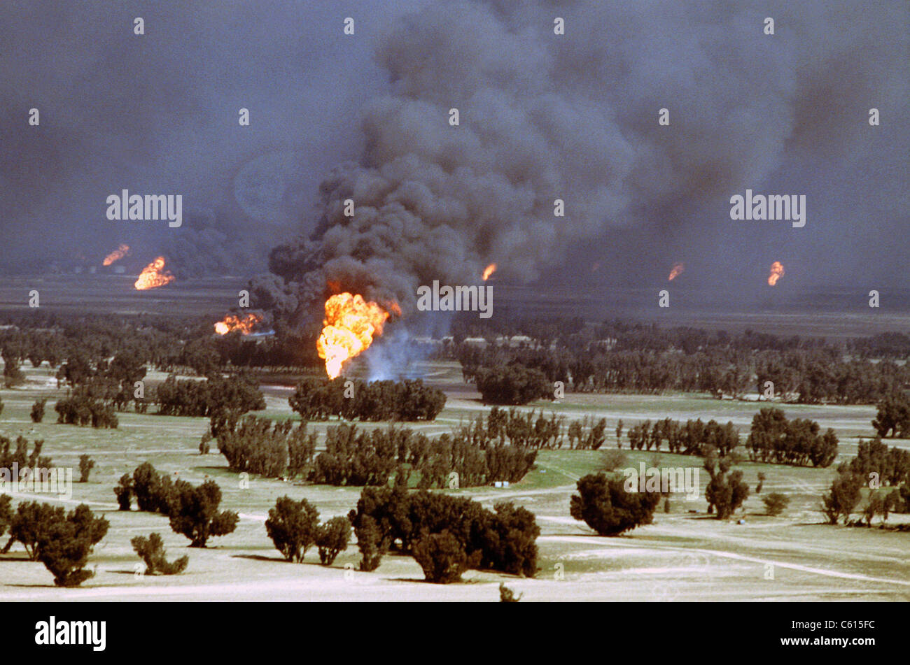 Kuwaiti oil wells were set on fire by retreating Iraqi forces during Operation Desert Storm. Mar. 2 1991 (BSLOC - Stock Image