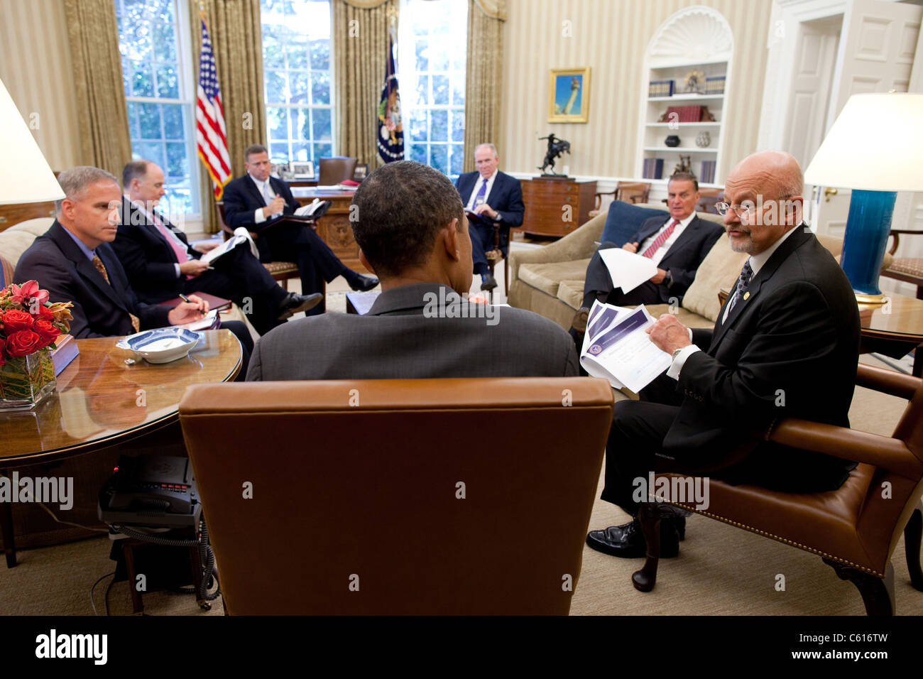 President Obama meets with Director of National Intelligence James Clapper right on Sept. 9 2010. L to R Robert - Stock Image