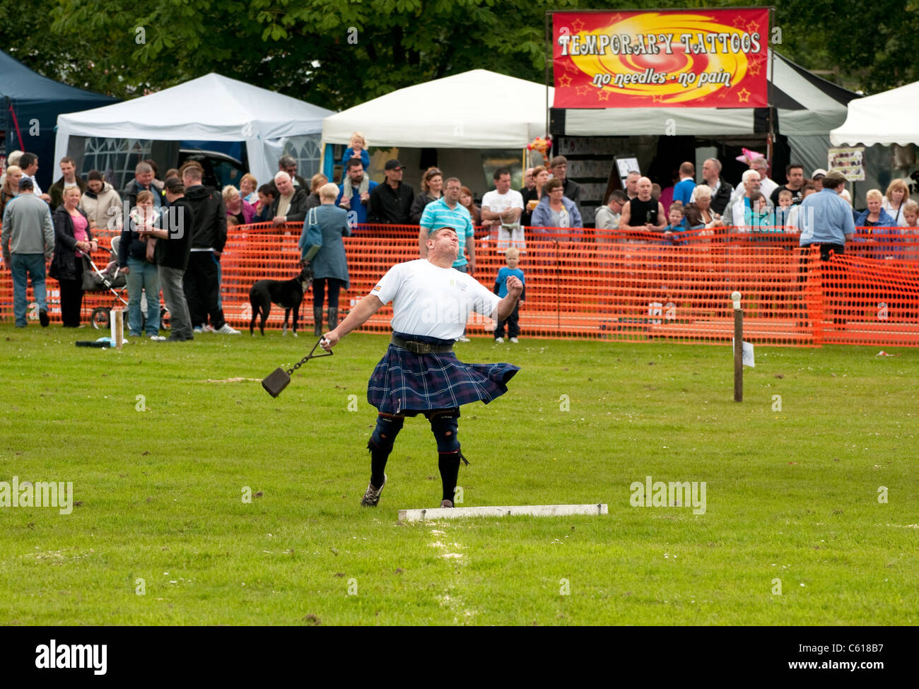 28lbs Weight at Chatelherault Highland Games, Hamilton, Lanarkshire, Scotland, United Kingdom, Western Europe. - Stock Image