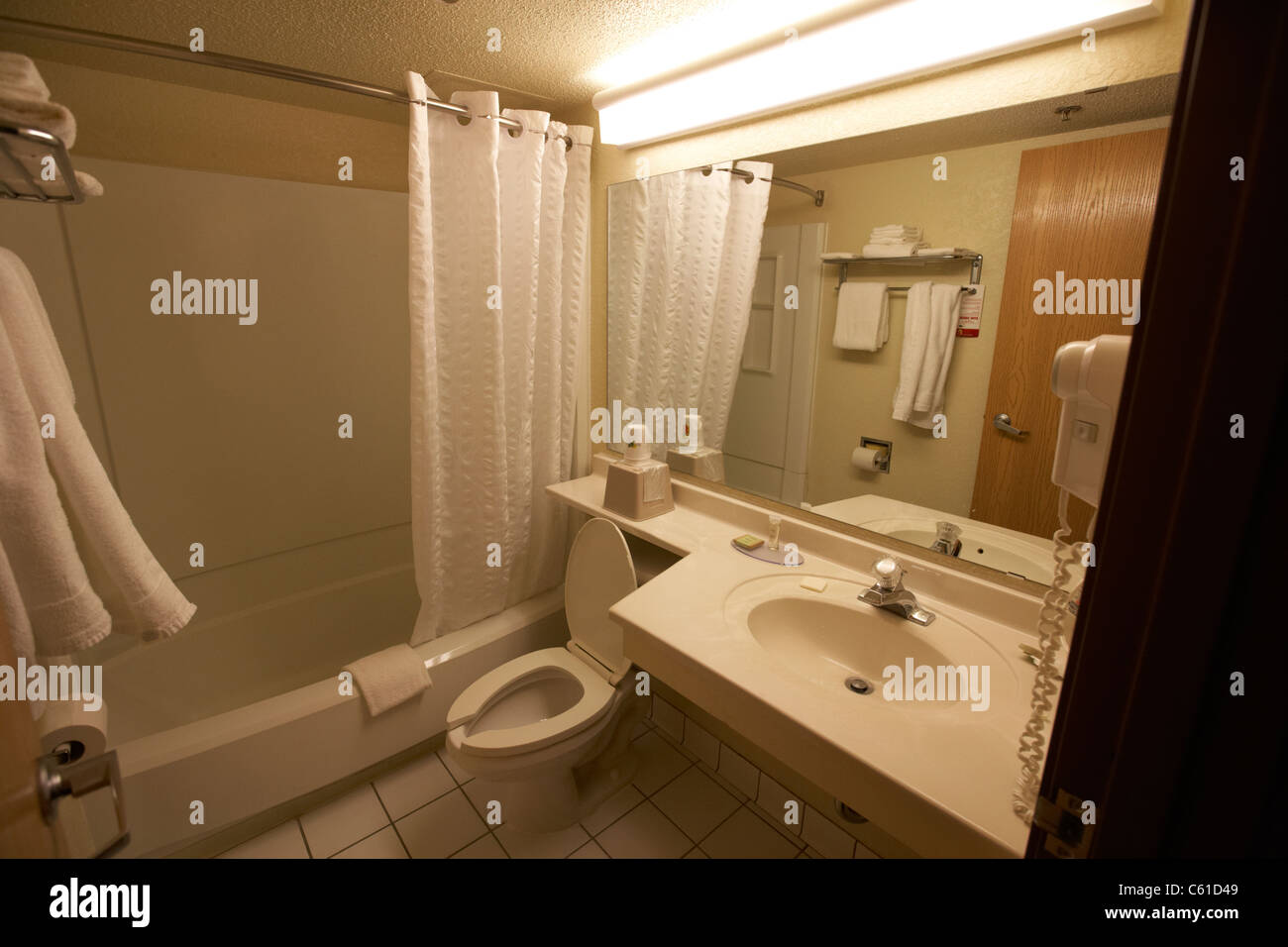 cheap hotel motel bathroom in the usa - Stock Image